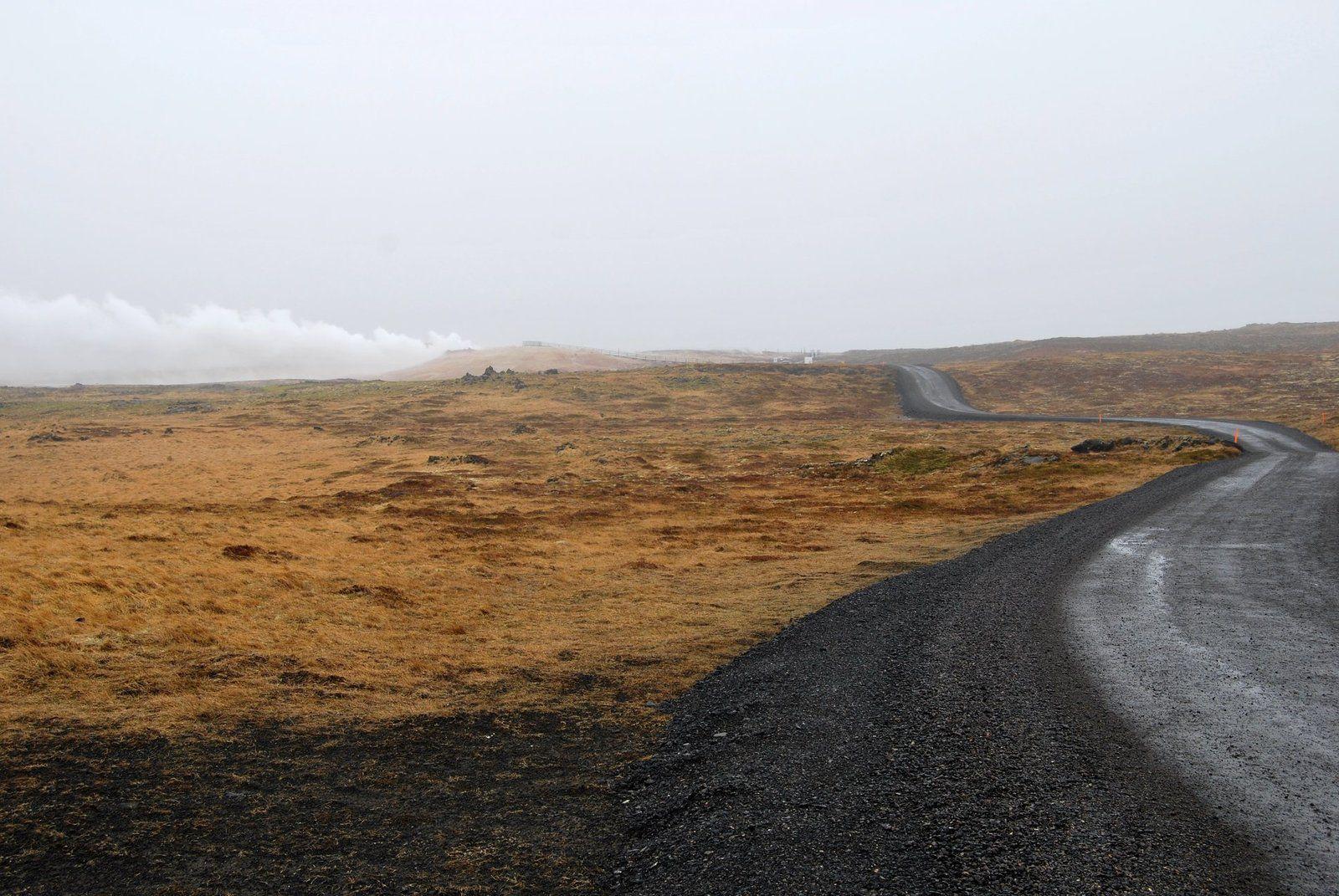 Une odeur d'oeuf pourri nous indique qu'on arrive au site géothermique de Gunnuhver