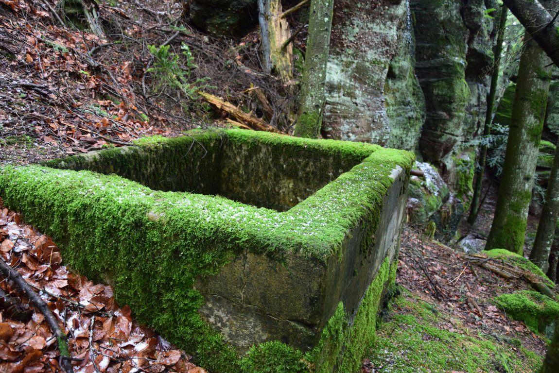 Un bassin construit pour recevoir de l'eau