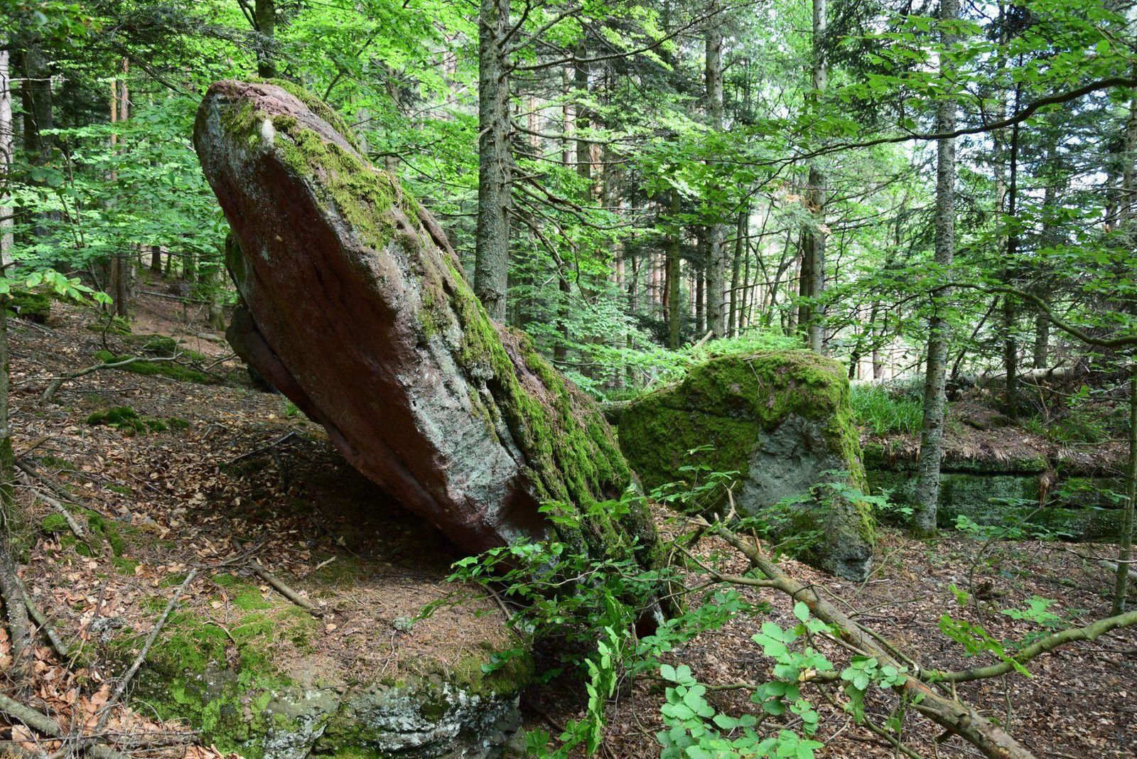 La pierre basculée