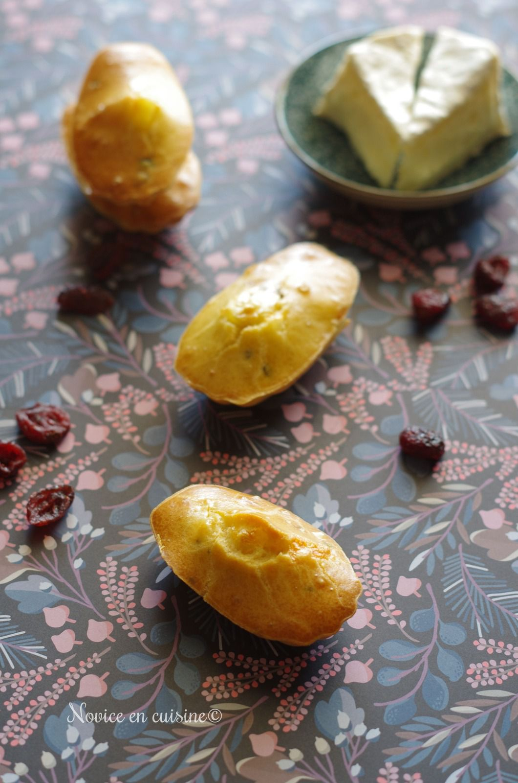 Madeleines camembert et cranberries