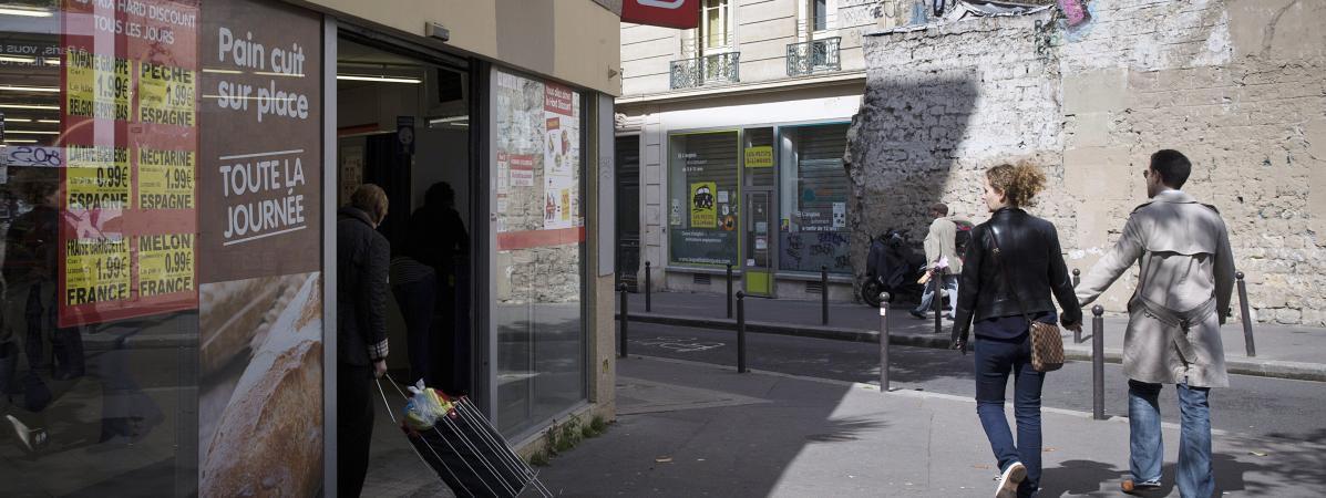 Un ancien supermaché Dia à Paris, le 9 mai 2014.  (JOEL SAGET / AFP)