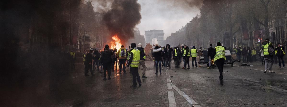 """Parmi les manifestants arrêtés aux Champs-Elysées, pas un seul ne relève de """"l'ultra-droite"""", comme l'affirment préfet et ministres..."""