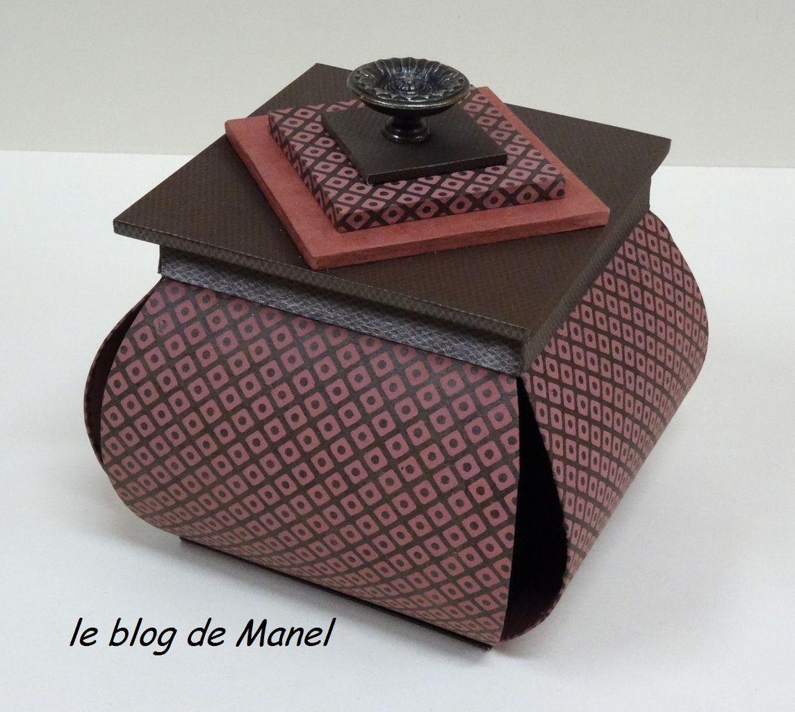 MARTINE M./ ELEVE DE MANEL/ BOITE LAMPION AVEC MEPLAT