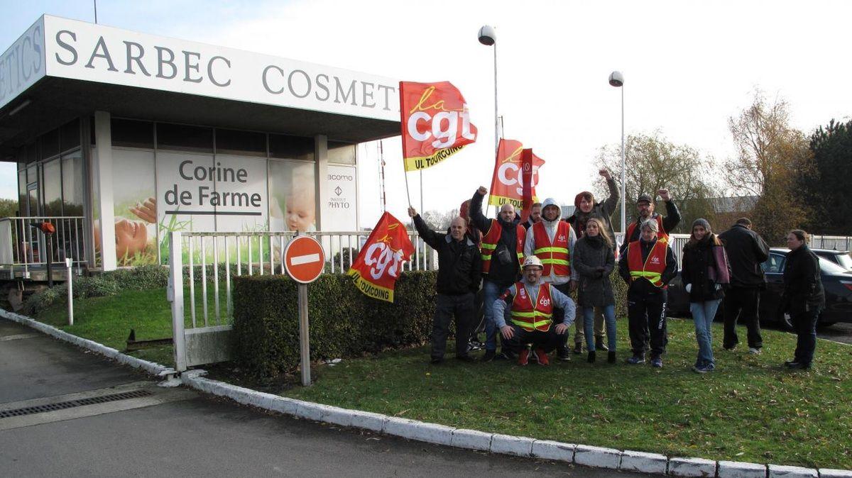 Sarbec Cosmetics, fabricant de la marque Corine de Farme, emploie 280 salariés sur le site de Neuville-en-Ferrain. Une douzaine ont manifesté jeudi 24/11/2016 matin.
