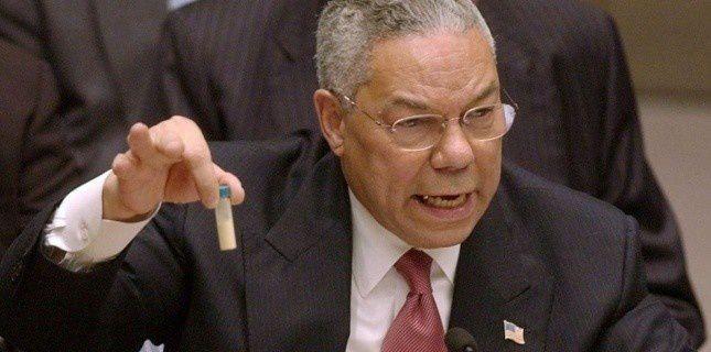 Colin Powell, secrétaire d'état américain, qui devant les Nations Unies, montrant en 2003, une fiole contenant soi-disant des armes chimiques.