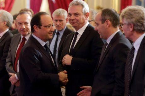 Thierry Lepaon (au centre de la photo) entre François Hollande et Laurent Berger (CFDT) -source photo: europe1