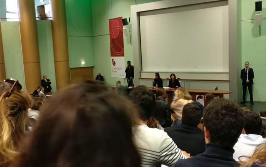 RENNES : « Liberté pour la Palestine ! » « Une seule solution arrêter l'occupation ! » scandent les étudiants de Sciences Po devant l'ambassadrice d'Israël