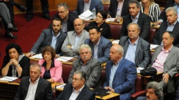 Les députés communistes du KKE au parlement grec