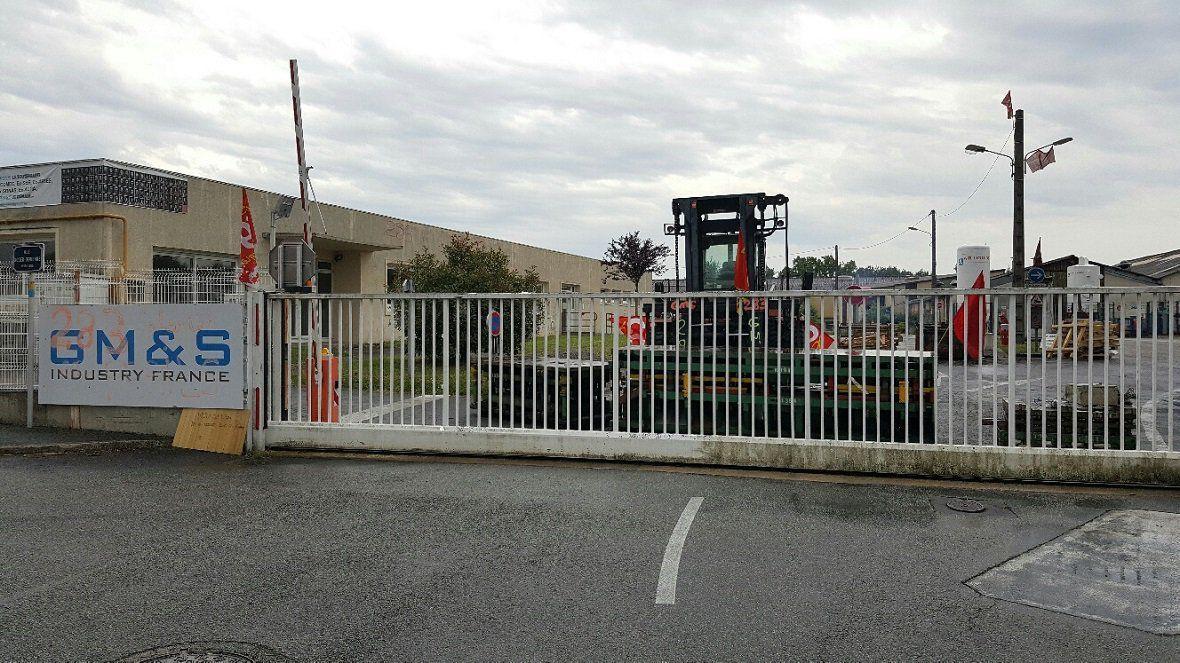 Après la réunion avec la cellule de crise à Bercy, les salariés de GM&S bloquent à nouveau l'usine / © Nicolas Chigot