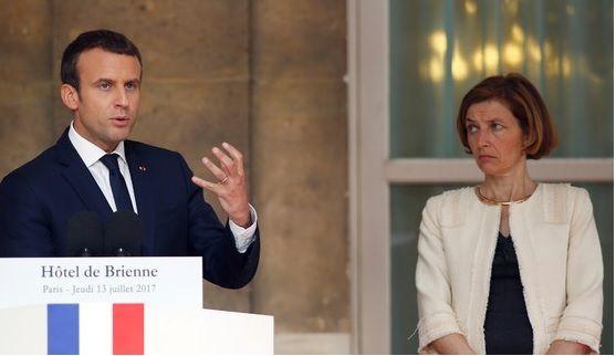 Macron avec Françoise Parly, ministre des armées