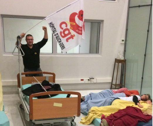 Une dizaine de salariés a dormi dans les locaux de l'EHPAD, dans la nuit de mardi à mercredi (source: France 3 régions - Christophe Dukobek