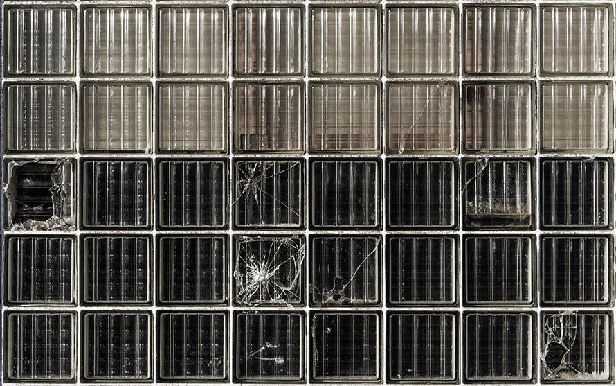 « Glass Brick Wall » cc Alistair Hamilton