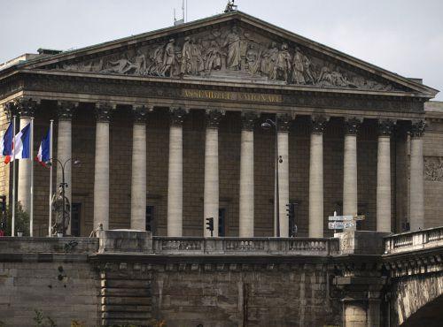 TAPAGE NOCTURNE à l'Assemblée Nationale : des députés MACRONISTES grisés par…le pouvoir ?