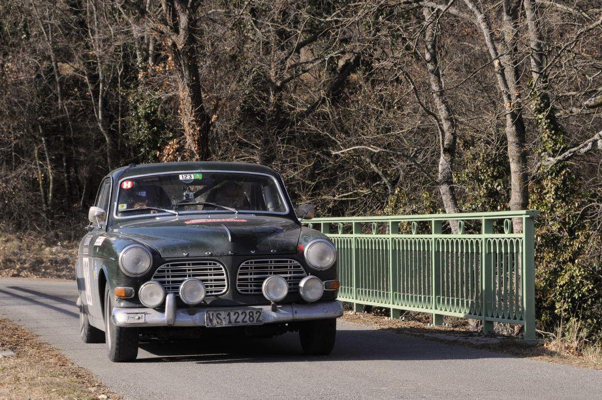 Jean-Pierre et Mireille Demierre(CH) Volvo 123 GT 1968 ..... Photo : R.S.