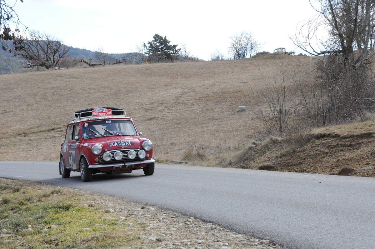 Bernard Queyroix(F)/Vicente Tur Mari(E) Morris Mini Cooper S 1965 ..... Photo : R.S.