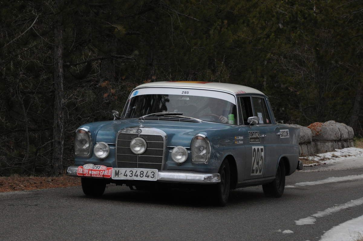 Jose Luis Martinez(E)/Jose Luis Olivares(E) Mercedes-Benz 220 SB 1963 ..... Photo : R.S.
