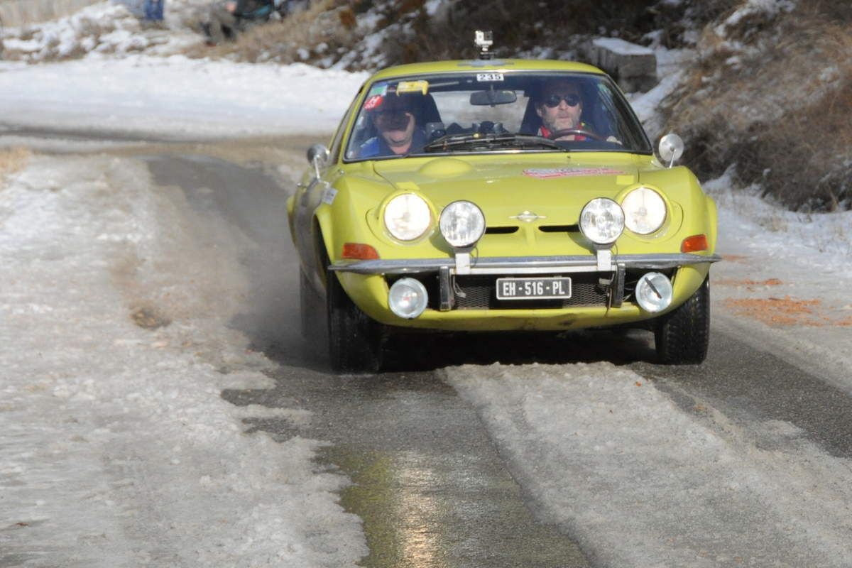 Stéphane Péculier(F)/Claude Muzzard(F) Opel 1900 GT 1973 ..... Photo : R.S.