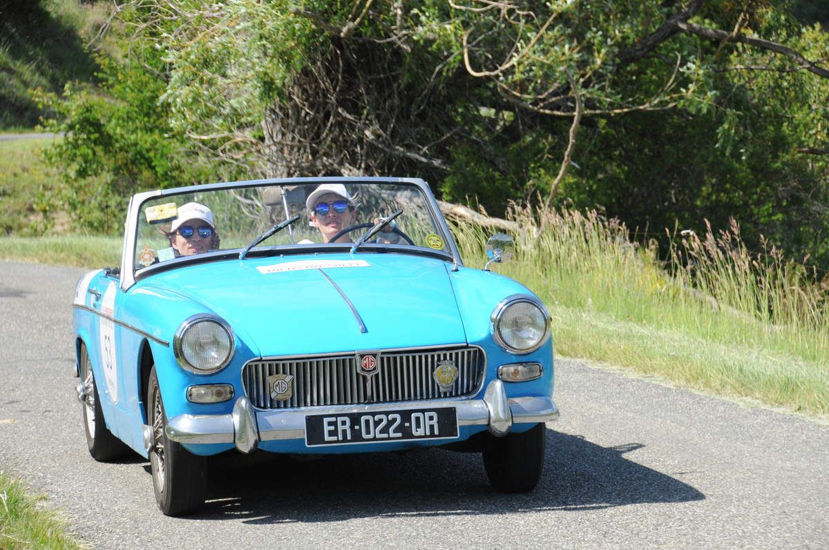 MG B Cabriolet ..... Photo : R.S.