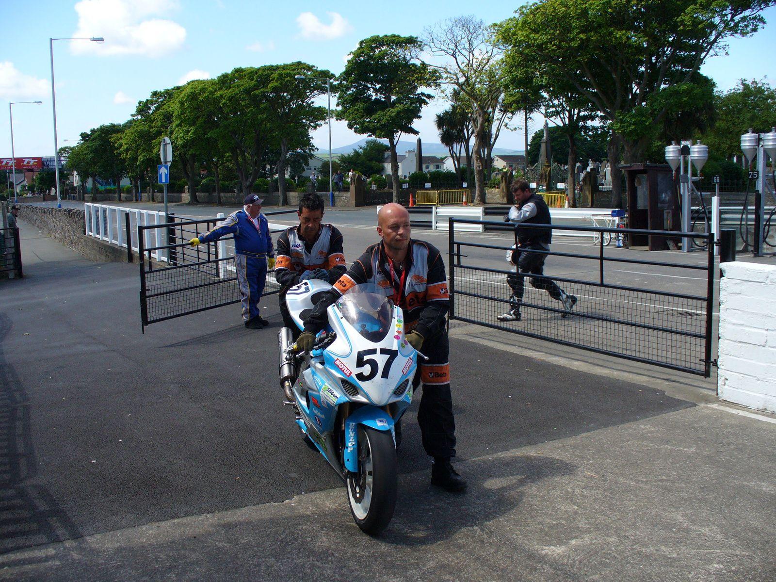 Mig et son abandon au Senior TT puis l'apéro des français ou il n'a pas abandonné...