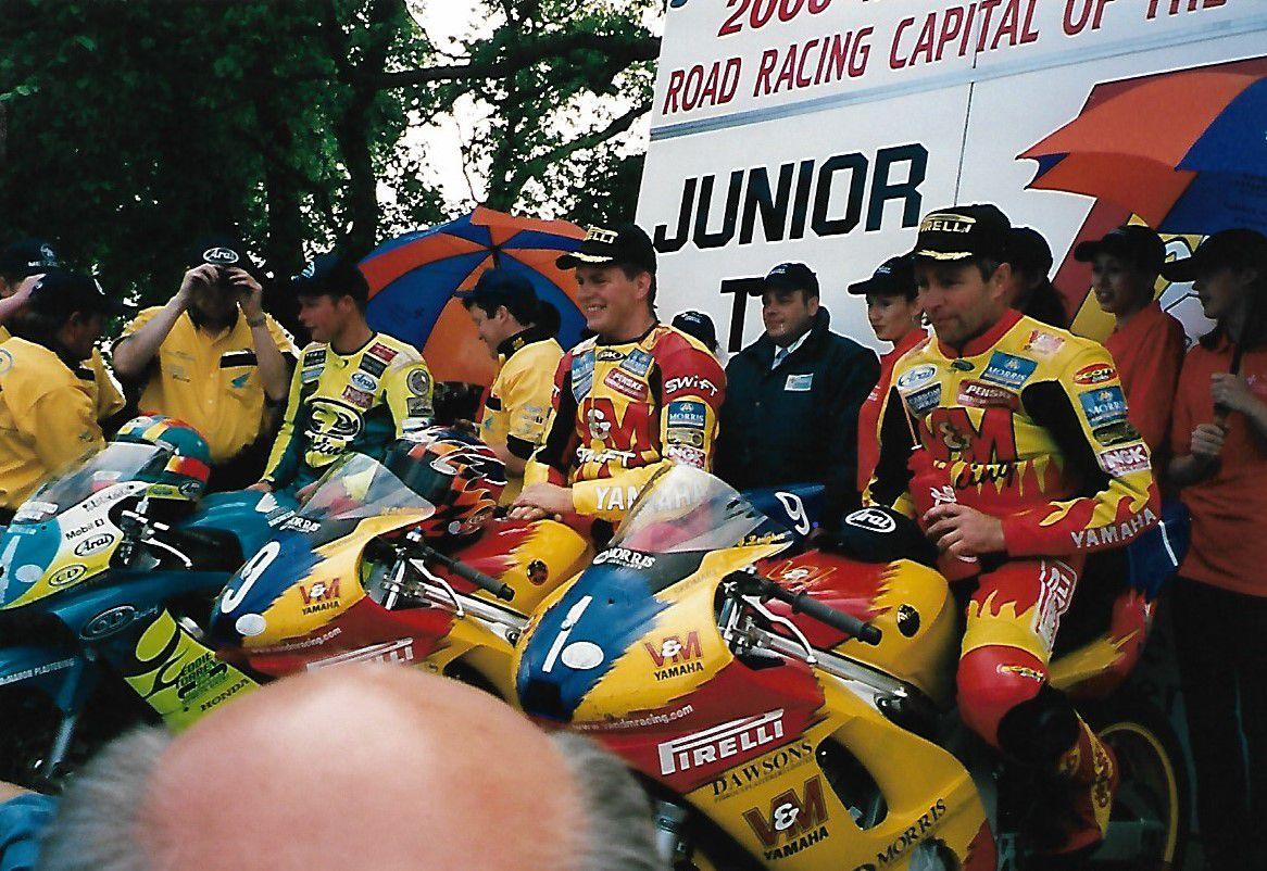 David Jefferies l'homme qui montait très vite...jusqu'à cette date fatidique du 29 mai 2003 ou il décédait durant les essais du TT, en 20 courses au TT de 1996 à 2002 il a pris 20 départs et a gagné 9 TT
