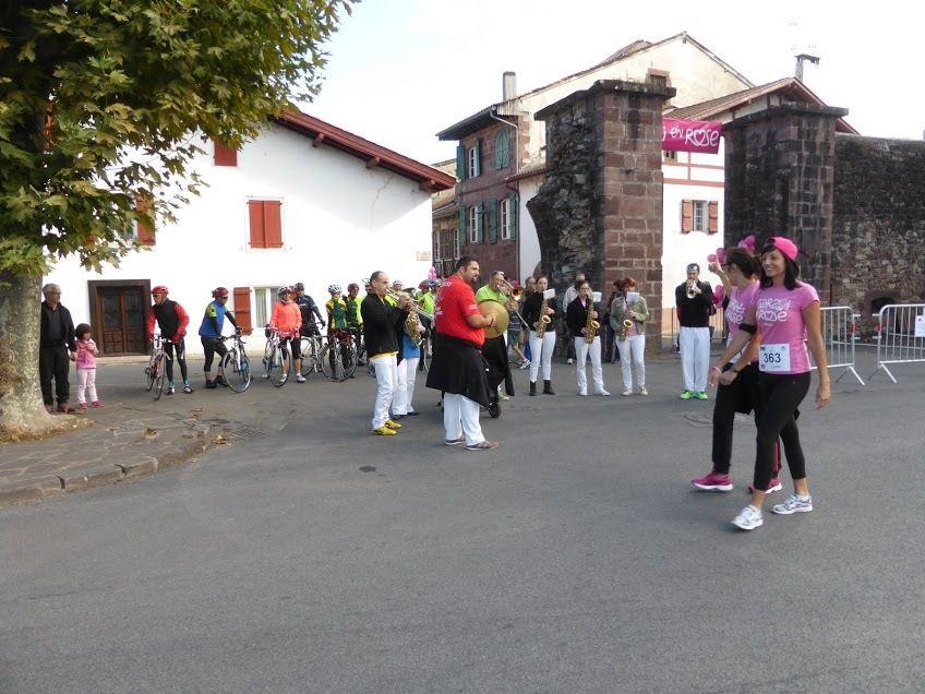 Au village , on fête octobre rose ( comme dans la plupart des villes )