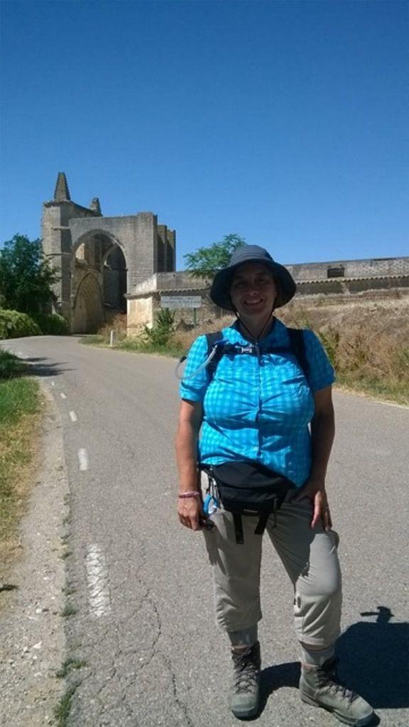 Je suis passée par San Anton, un monastère en ruines. La route passe au milieu d'une arche ! Des cyclistes hyper sympa se sont arrêtés pour me prendre en photo. Dans la collégiale de Castrojeriz, il y a un musée d'art sacré dont j'ai trouvé certaines statues mignonnes.