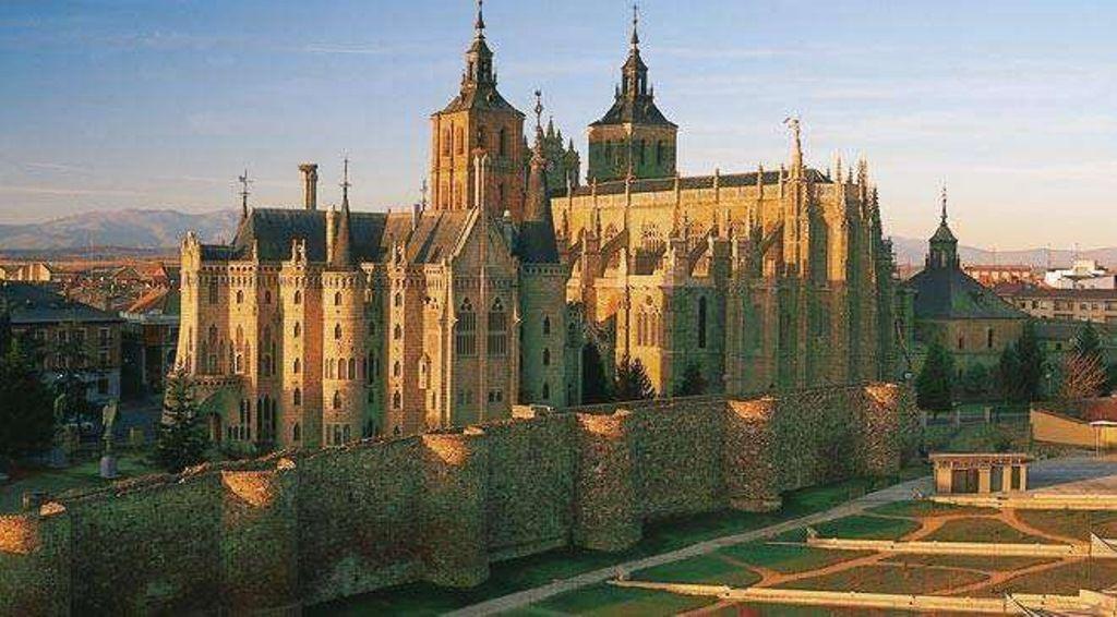 Cathédrale et palais episcopal d'Astorga.