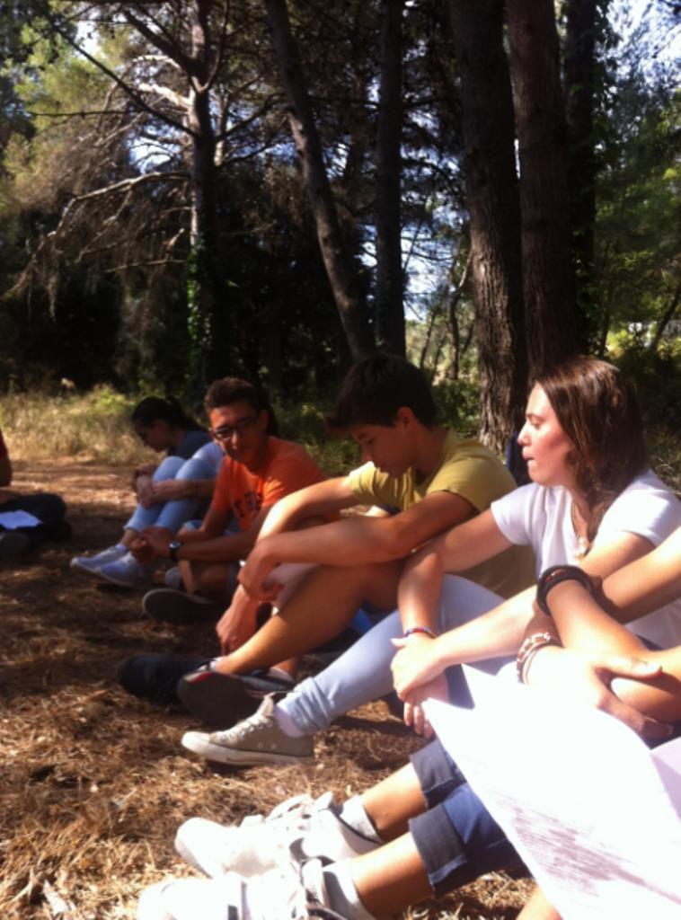 La rentrée des lycéens à St Julien. Messe dans la nature par le Père Benoit, aumônier des jeunes  !!