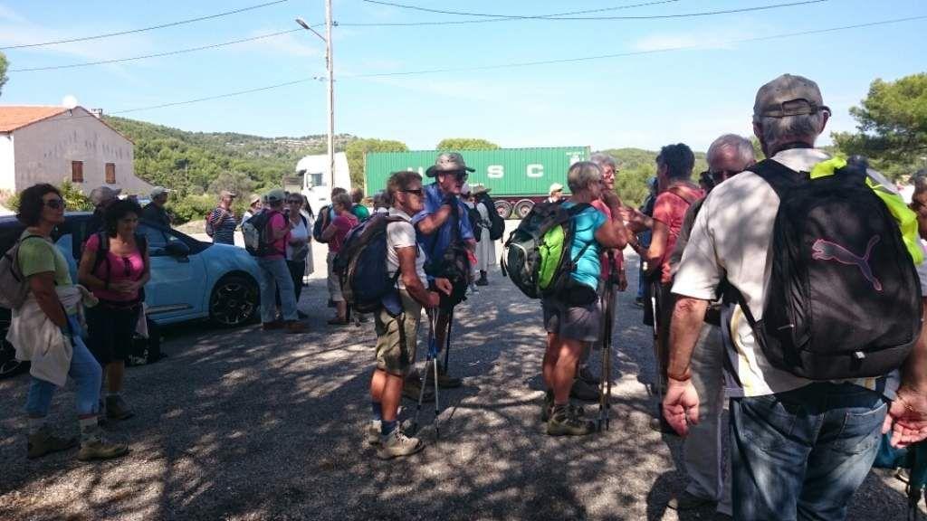 Plus de 80 personnes ont effectué la randonnée entre Sainte Croix et Saint Julien. Cette journée festive s'est terminée par la messe célébrée par le Père Benoît dans la chapelle de Sainte Croix.