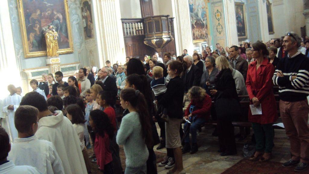 Une église de La Madeleine bondée, la foule devant la maison Saint François, la bénédiction de l'Archevêque et le discours du Député-Maire. Mais aussi un chantier exemplaire, un résultat magnifique et les très nombreux bénévoles qui ont frotté, astiqué, monté et préparé une fête qui a duré 3 jours !