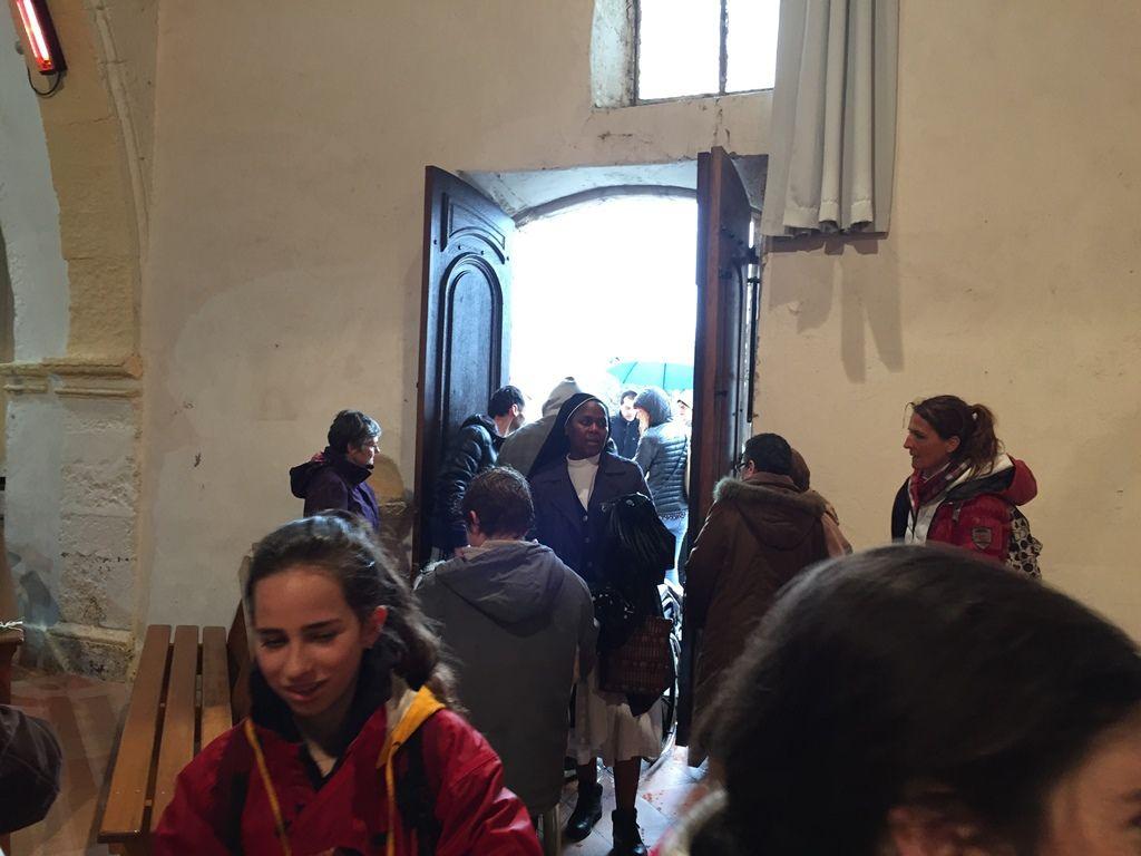 En ce dimanche de la Miséricorde, les martégaux étaient nombreux pour monter à la Vierge et accompagner les personnes âgées, malades ou handicapées