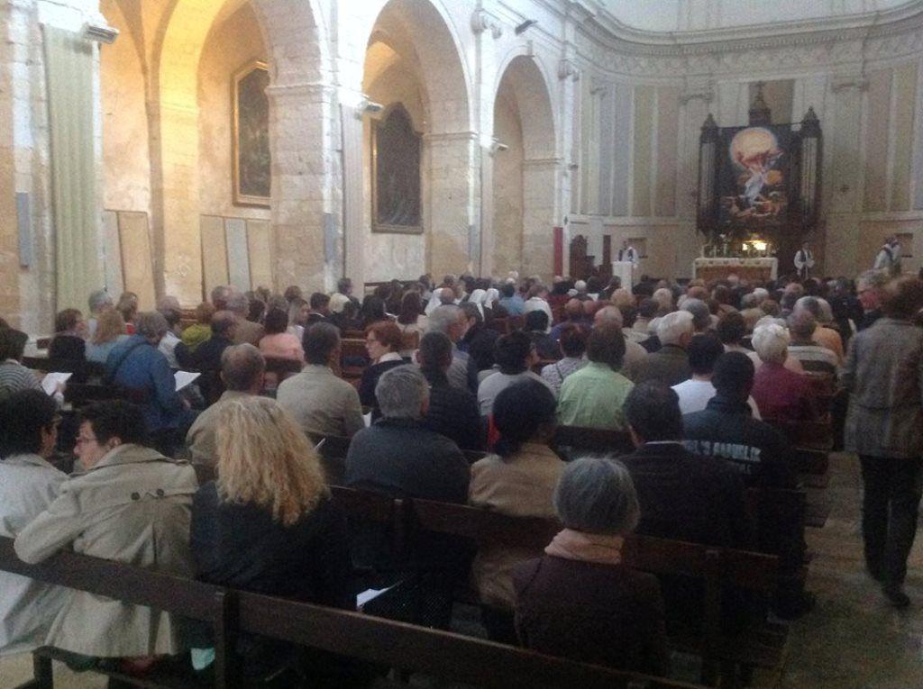VEILLEE DE PRIERE : ILS SONT VENUS DE TOUS LES QUARTIERS DE MARTIGUES MAIS AUSSI DU DIOCESE