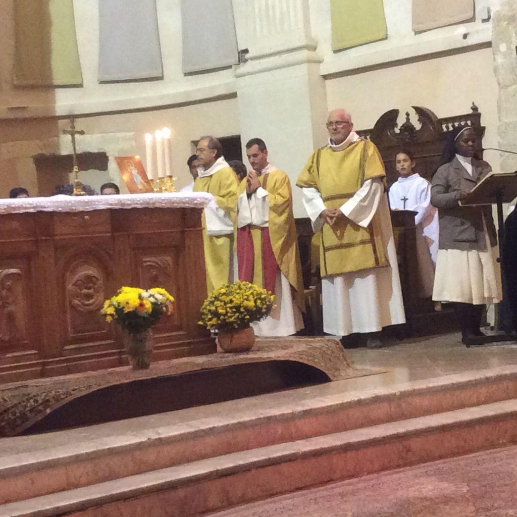 Baptême par immersion de Fantin au cours de la messe dominicale