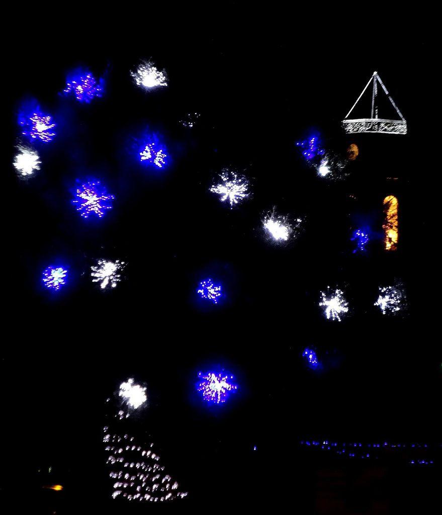 Noël féérique à Martigues : venez visiter les églises et y admirer les crèches. Musique : Orgue de La Madeleine. Merci à tous les internautes martégaux pour leurs photos.