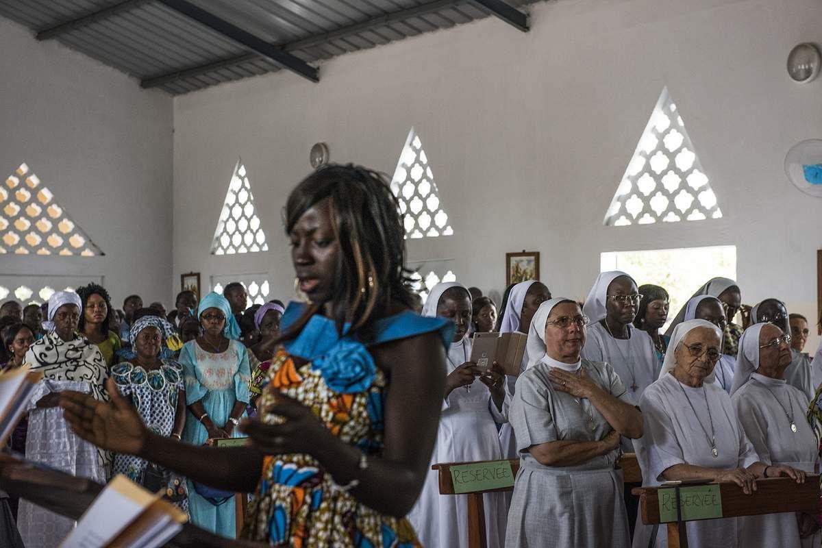 Photos Alain Espinosa. Dédicace de l'église Sainte Claire.