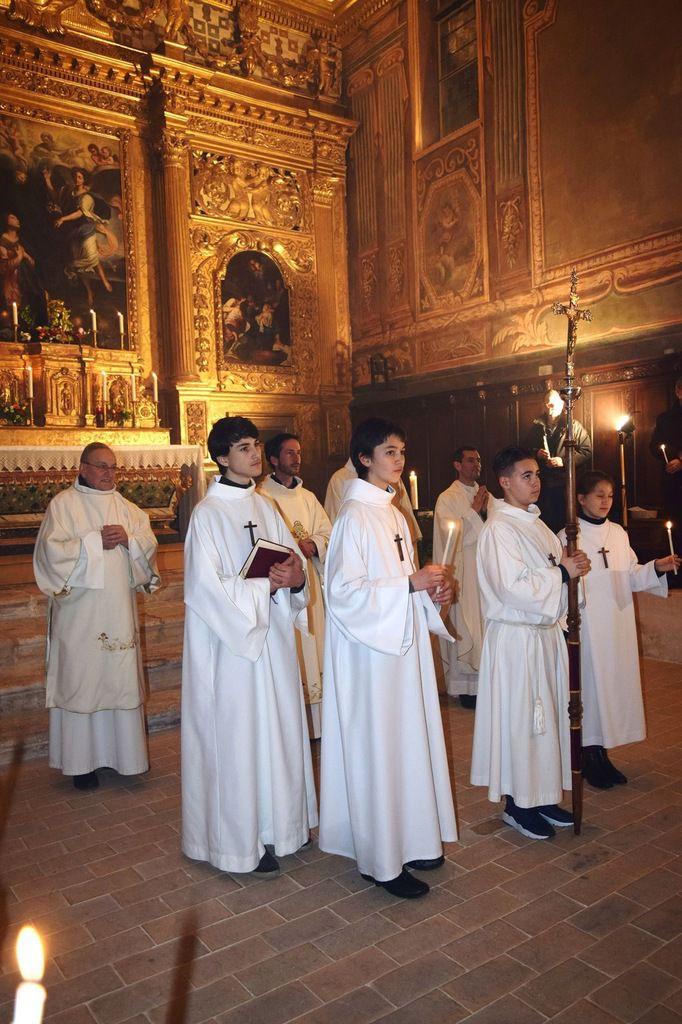 Procession depuis l'église Saint Genest et messe solennelle dans ce magnifique écrin de la chapelle de l'Annonciade