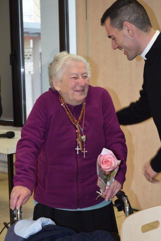Photos Henriette-Marie Bernex. Les prêtres et les paroissiens ont fêté l'anniversaire d'une des leurs, Marie-Thérèse.