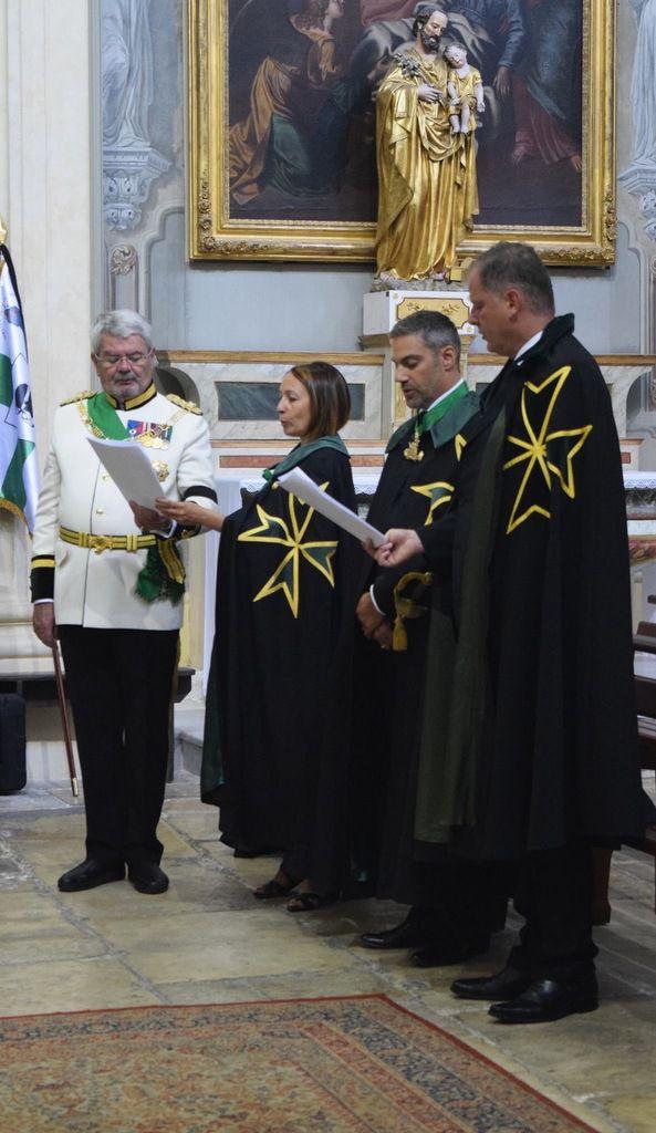 Ce matin à La Madeleine, avant la messe, une cérémonie exceptionnelle : adoubement de trois nouveaux chevaliers de l'Ordre de Saint Lazare (ordre particulièrement investi dans la lutte contre la lêpre)