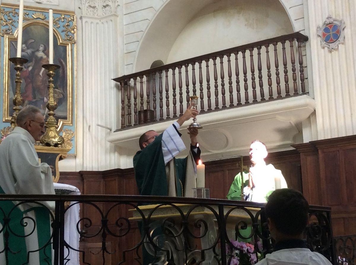 Première messe dominicale du Père Gilles-Marie.