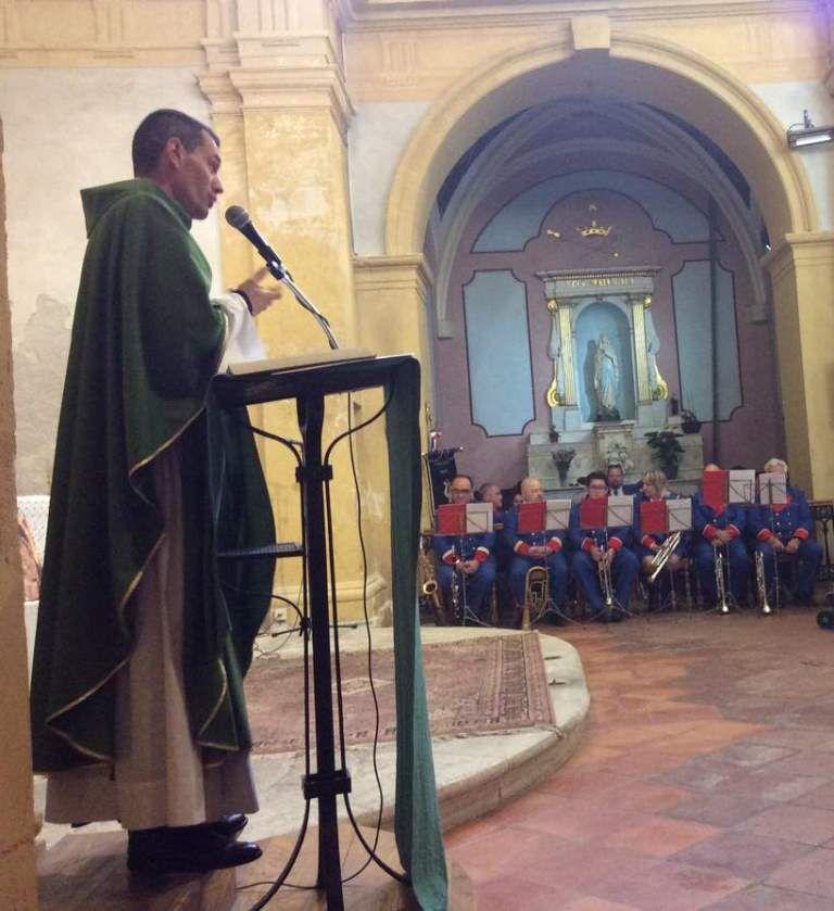 La fanfare de Martigues a animé la messe de dimanche matin, en l'église Saint Louis d'Anjou.