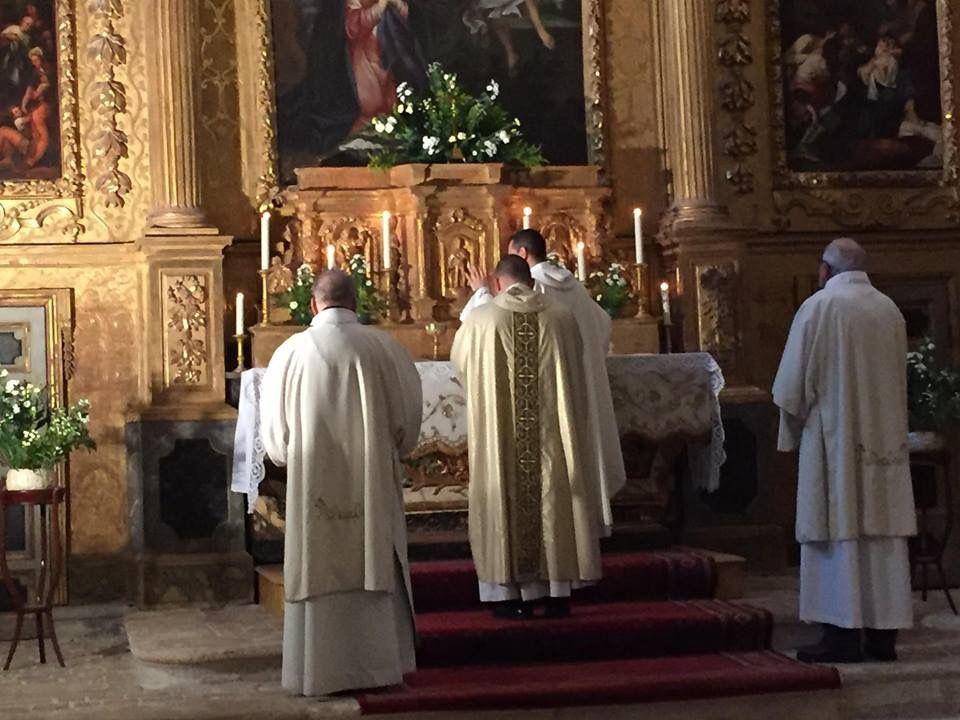 Vêpres solennelles à l'Eglise Saint Louis d'Anjou et Messe solennelle à L'Annonciade. Consécration du Diocèse au Coeur Immaculé de Marie.