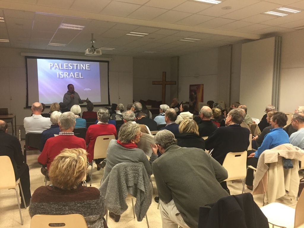 La soirée s'est terminée, après un bol de soupe, par une intervention du Père Jean-Claude Sauzet, ancien aumônier du CCFD et résidant à Jérusalem, sur la situation des Palestiniens en territoires occupés.