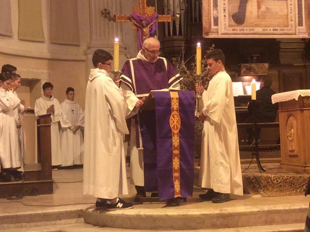 La célébration des cendres a eu lieu dans l'église Saint Genest bondée.