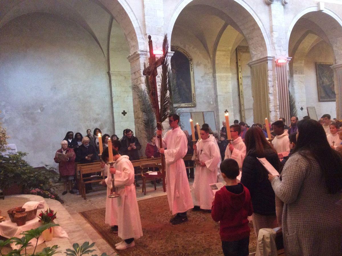 Messe de la Cène dans une église Saint Genest comble puis Veillée de prière à la Chapelle de l'Annonciade