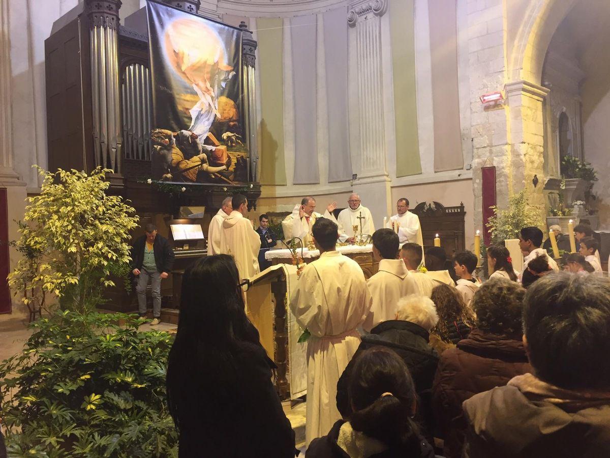 Christ est resuscité ! Les baptêmes d'adultes dans la nuit de Pâques !