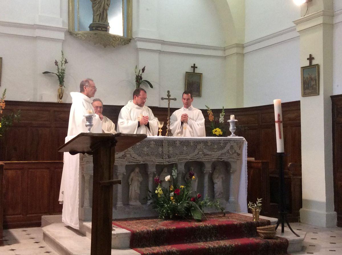 Les habitants de Saint Julien, Saint Pierre et des Laurons ont fêté Pâques.