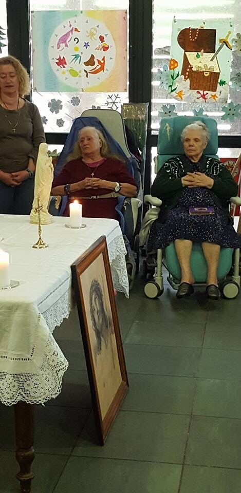 A l'hôpital du Vallon ce matin. Messe animée par les Propédeutiques du séminaire St Luc d'Aix en Provence.
