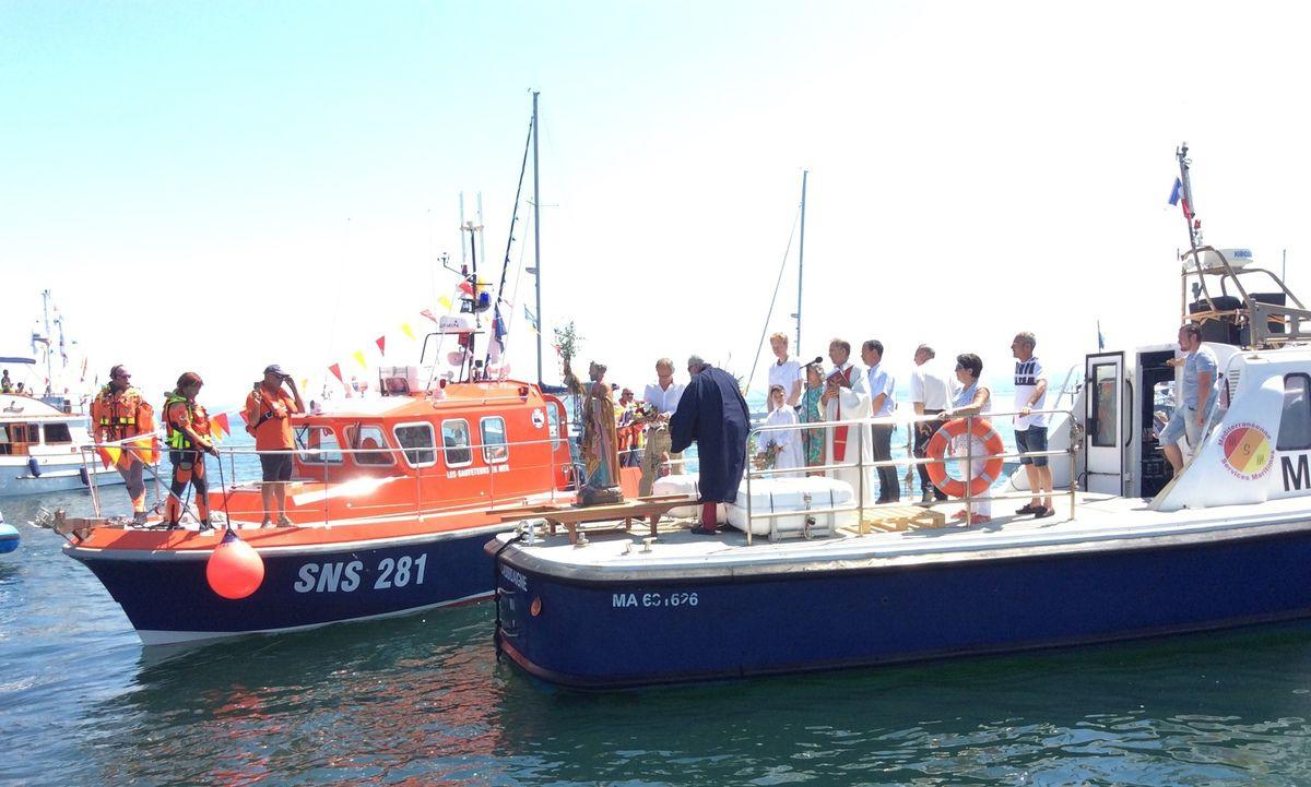 Messe en l'église de La Madeleine, procession, bénédiction de la ville et de la mer, réception à la Prudhomie de pêche