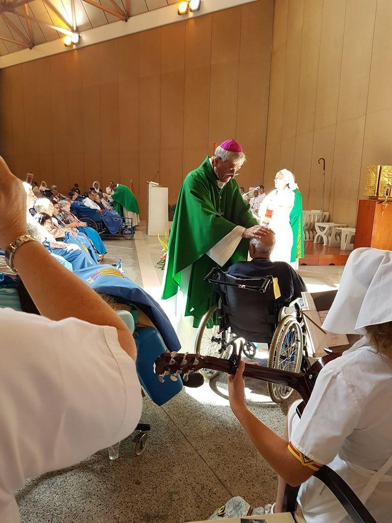 Ce matin, départ pour l'église Sainte Bernadette. Au cours de la Messe, cérémonie de l'Onction des Malades. A la fin de la Messe, engagement des Hospitaliers et Hospitalières de l'Hospitalité Sainte-Marthe