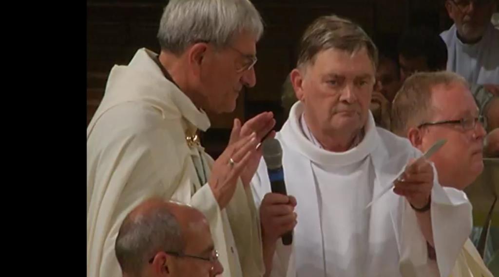 Suivez la Procession Eucharistique avec les pèlerins de Martigues et Mgr Dufour qui préside la cérémonie.
